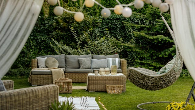 How to Decorate Your Deck to Start Having People Over Again